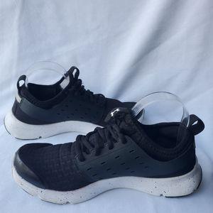 Under Armour Women's Black/White Sneaker size 9